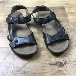 Taos Footwear Sandals size 9